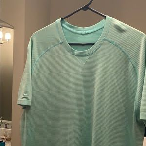 XL turquoise lululemon short sleeve shirt